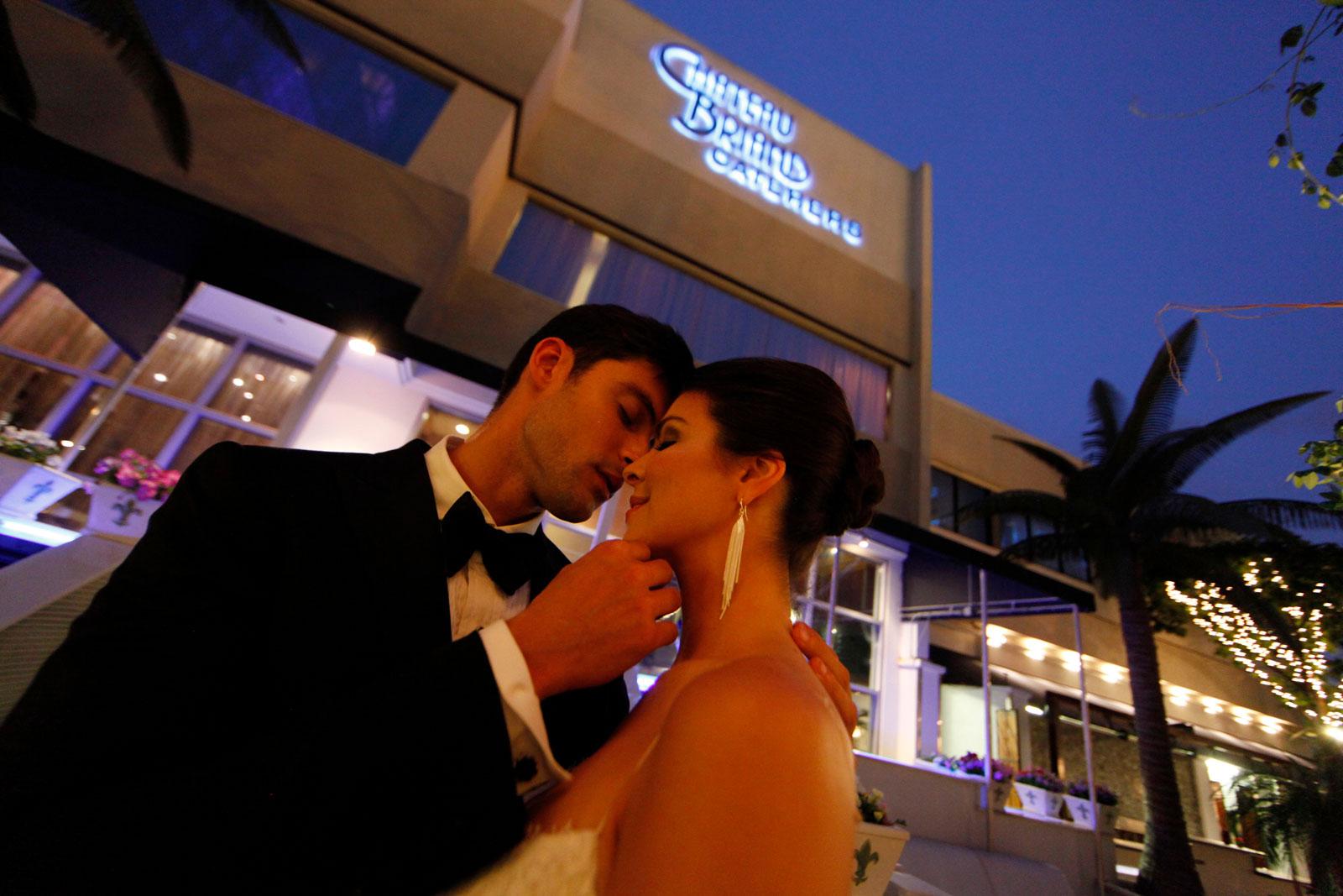 Chateau Briand Couple Kissing