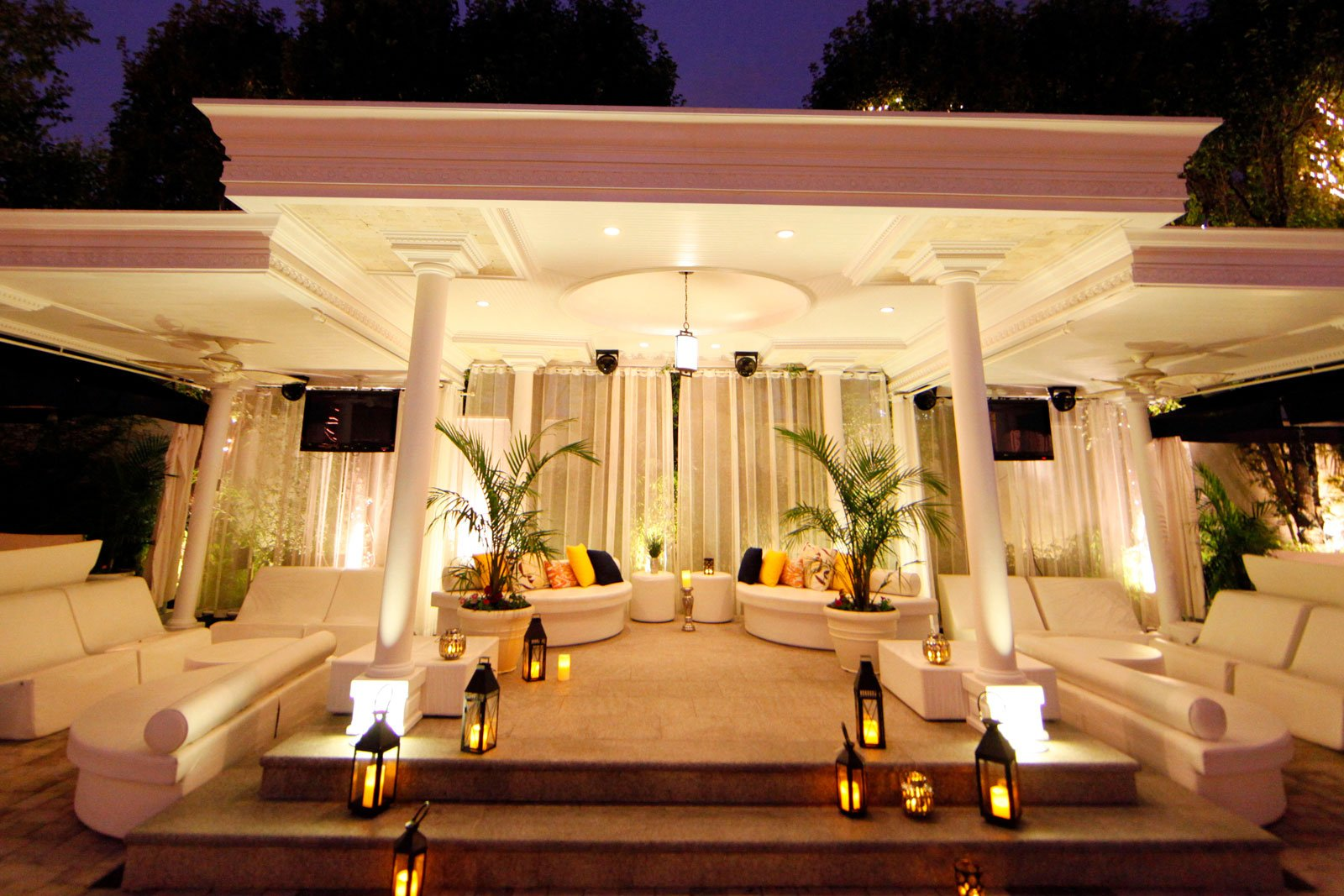 Chateau Briand Oasis Outdoor Garden